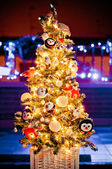 Christmas tree with de-focused lights background — Stock Photo