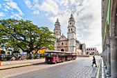 Square and Cathedral in Campeche, Mexico — Stock Photo