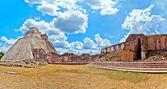 Ancient mayan pyramid in Uxmal, Yucatan, Mexico — Stockfoto