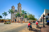 Main square with Cathedral in Valladolid, Mexico — Stock Photo