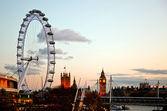 Londýnské oko za soumraku — Stock fotografie