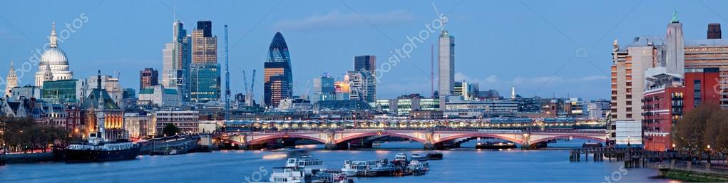 Panorama of St. Paul Cathedral and Skylines From Waterloo Bridge along River Thames in London England United Kingdom — Stock Photo #12317022