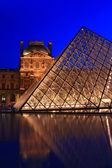 Closeup of Louvre pyramid shines at dusk during the Summer Exhibition — Stock Photo
