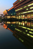 Bangkok DEC 20 : part of Government Complex shines at Dusk in Ba — Stockfoto