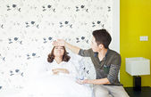 Husband takecare his sick wife — Stock Photo