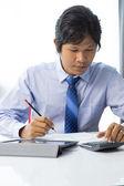 бизнесмен рабочего планшета — Стоковое фото