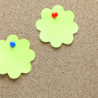 图库照片: Two flower shape memo paper on cork board