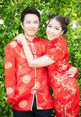 Pareja con vestido chino en el amor — Foto de Stock