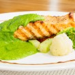 Salmon steak with pesto sauce — Stock Photo #38381155