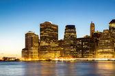 Manhattan skyline dusk — Stock Photo