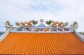 中国寺庙屋顶上龙雕像 — 图库照片