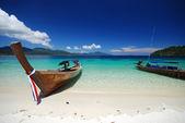 Loď na pláži — Stock fotografie