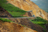 Denali bus at polychrome pass — Stockfoto