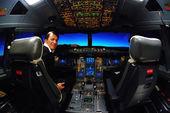 Pilot and flight deck cockpit — Stock Photo