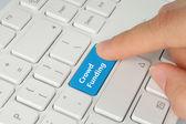 Mano empujando el botón de crowdfunding azul — Foto de Stock