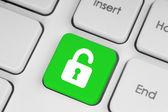 открытый замок зеленой кнопки на клавиатуре — Стоковое фото