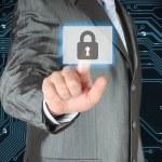 işadamı iterek sanal güvenliği düğmesi — Stok fotoğraf