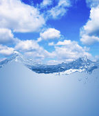 Water wave with sky — Stock Photo
