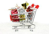 Shopping cart with Christmas gifts — Foto Stock