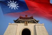 Chiang kai shek memorial hall with the flag — Foto Stock