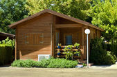 Trä bungalow — Stockfoto