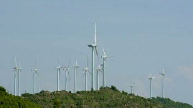 Wind generators on the top of the mountain — Stock Video