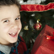 Happy child receive the gift of Christmas — Foto de stock #16946791