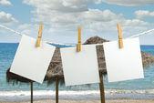 Bilder, die auf einem Seil angeschlossen — Stockfoto