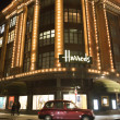 Harrods department store. Taxi passes in front of it — Stock Photo #37172717