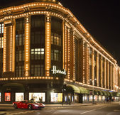 Harrods department store. Ferrari passes in front of the buildin — Stock Photo