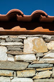 Wall built of stones. Sun light — Photo