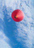 Red balloon in the blue sky — Stock Photo