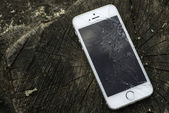 Gebroken iphone — Stockfoto