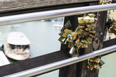 Padlocks of lovers placed on the bridge — Foto Stock
