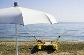 Záchranný člun na pláži — Stock fotografie
