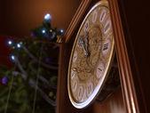 Gott nytt år och god jul bakgrund med gamla klocka — Stockfoto