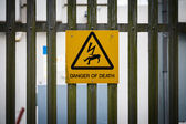 Sign on fence danger of death — Stock Photo