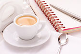 Coffee with notebook and pen — Stock Photo