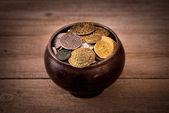 Pote de varias monedas — Foto de Stock