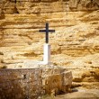 Metal cross in the place of a hermit's shelter — Stock Photo