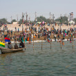 Crowd of bathing at confluence of Ganges and Yamuna — Stock Photo #21447273