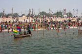 Crowd of the bathing at the confluence of Ganges and Yamuna — Stock Photo