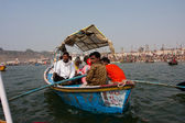 Boat with the sails to the confluence of the Ganges and the Yamuna — Stock Photo