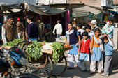 Children play on the crowed indian street — Stock Photo