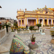 ストック写真: Tourists come to famous colorful Jain temple