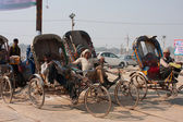 Indian bicycle rickshaws have rest on the festival Kumbh Mela — Stock Photo