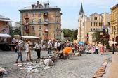 Kunder och säljare på gatan marknaden — Stockfoto