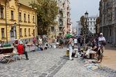 Гуляя по улице праздник ярмарка — Стоковое фото