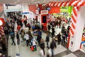 Many customers rush in the biggest shopping mall — Stock Photo