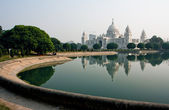 Park near the beautiful Victoria Memorial Hall of Kolkata — Stock Photo